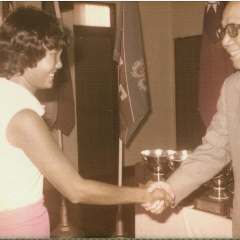 1975年 國慶盃女子組冠軍 與周至柔將軍